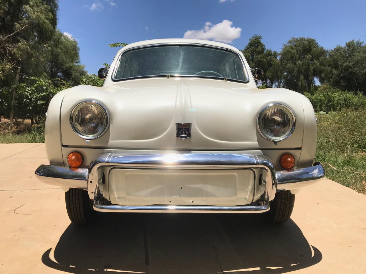 1962_renault-dauphine-front.jpg