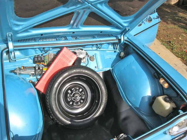 Corvair_trunk_10-2012.jpg